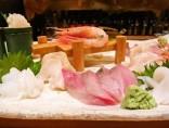 【お刺身盛り合わせ】<br>魚津の新鮮魚介には、美味しい日本酒がよく合います。