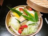 【野菜のせいろ蒸し】<br>野菜がとことん甘い!鰻がとろける!「山椒醤油だれ」「ポン酢だれ」2種のたれでどうぞ。