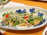 【海鮮カルパッチョ】<br>野菜シャキシャキ、魚介プリプリ。絶品ソースをよく絡めてどうぞ!