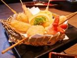 【串揚げ盛り合わせ】<br>エビ・白身魚・帆立…サクサクです!