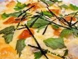 【ウニ乗せ海鮮ピザ】<br>意外!ウニの塩辛さが日本酒にピッタリ。
